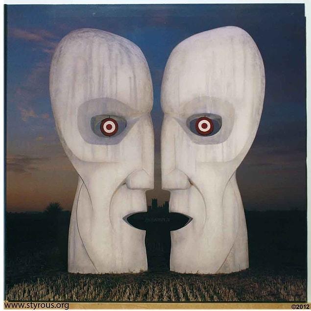 Bu sayede kendi aralarında birbirine bakan veya konuşan iki yüzün, ona bakan tek bir yüz gibi görünmesi fikrini geliştirir.