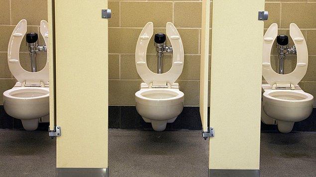 4. Birçok Batı ülkesinde olduğu gibi taharet musluğu olmayan tuvaletler