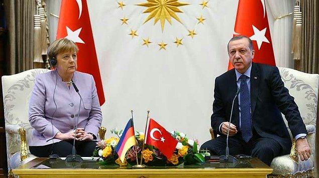 Cumhurbaşkanı Recep Tayyip Erdoğan ve Almanya Başbakanı Angela Merkel, Ankara'da yaptıkları 2 buçuk saatlik görüşmenin ardından basın mensuplarının karşısına geçerek soruları yanıtladı.