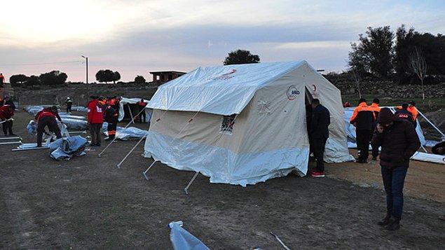 Çanakkale Valiliği'nden yapılan açıklamada 8 kişinin yaralandığı, bunlardan 5'inin tedavilerinin ardından taburcu edildiği, 3 kişinin tedavilerinin ise devam ettiği belirtildi.