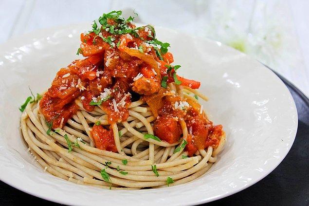 5. Kepekli makarna hem daha az kalorili hem de fiber açısından daha zengin.