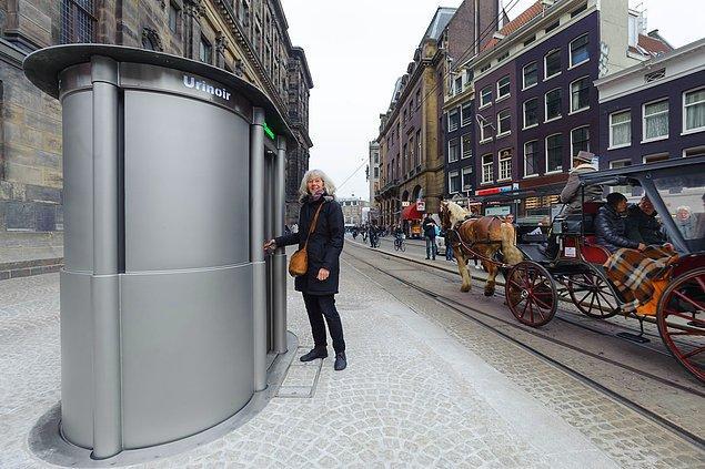 Amsterdam'da yerden yükselen pisuvarlar akıl edildi. San Francisco'ya çişi gerisin geri sıçratan duvar boyası adapte edildi...