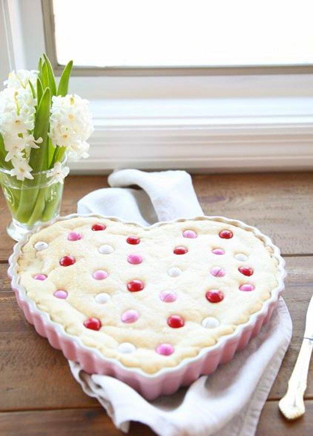2. Kurabiye seven sevgiliye en büyüğünden kurabiye yapmaya ne dersiniz?