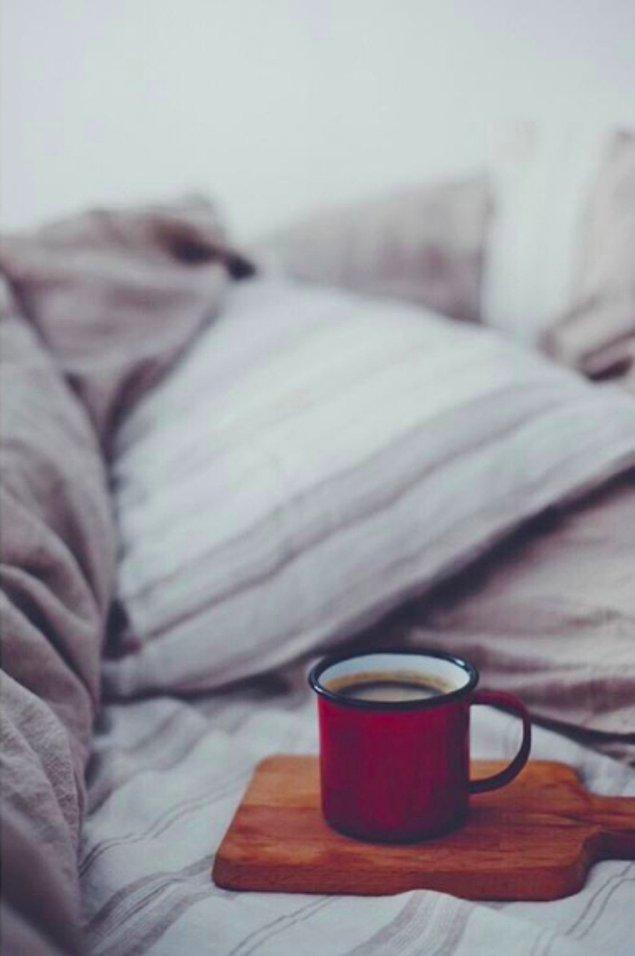 4. Kafein ve uykunun tek tek nasıl çalıştığını bilirseniz eğer, kısa bir uyku öncesi kahve fikrini siz de mantıklı bulacaksınız.