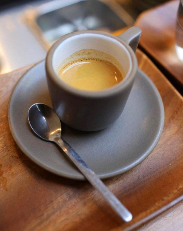9. Demlenmiş bir kahve ya da filtre kahvedense espresso daha iyi bir seçim olacaktır.