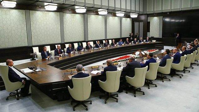 686 Sayılı Kanun Hükmünde Kararname, Cumhurbaşkanı Tayyip Erdoğan başkanlığında 2 Ocak'ta toplanan Bakanlar Kurulu tarafından Anayasa'nın 121. maddesi ile 2935 Sayılı Olağanüstü Hâl Kanunu'nun 4'üncü maddesine göre hazırlandı.