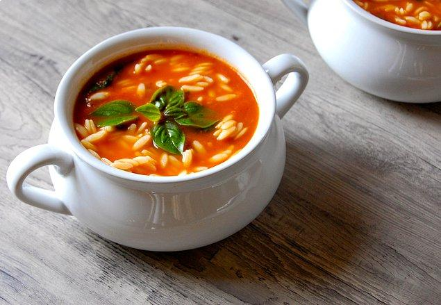4. Salçanın taçlandırdığı bir çorba ile devam edelim.