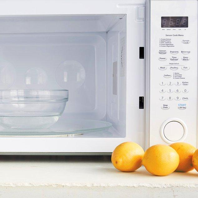 12. Sıkacağınız meyvelerin suyundan daha fazla elde etmek için kullanın.