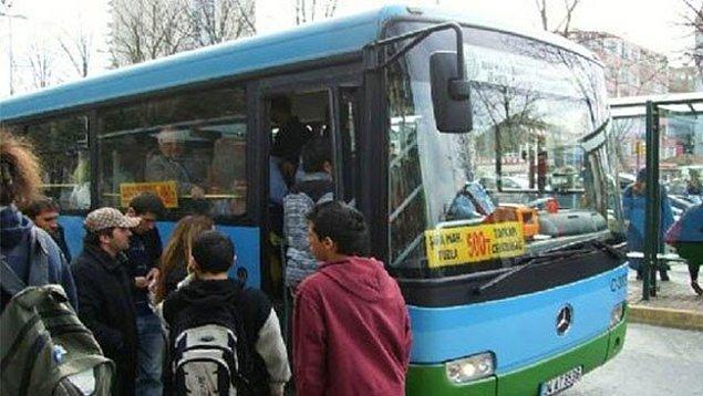 2. Gelmek nedir bilmeyen otobüsü beklemekten ağaç olduğun durak.