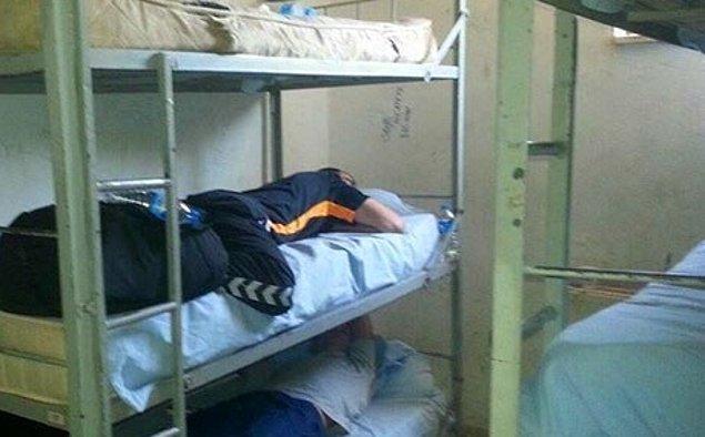 6. Askerlikteki ilk gecende uyuduğun yatak.