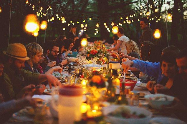 12. Akşam yemeği partisi düzenleyin.