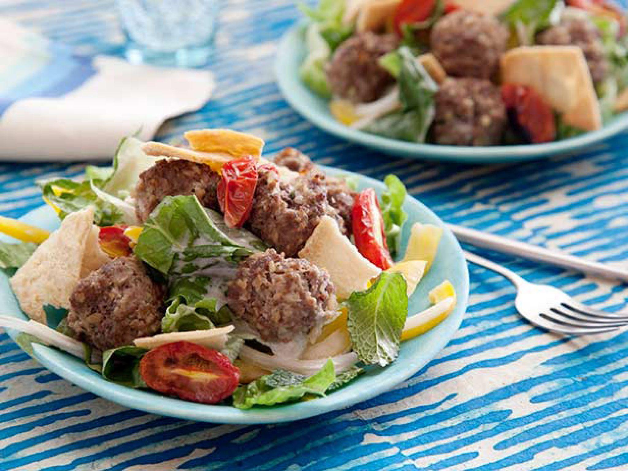 Köfteli Salata