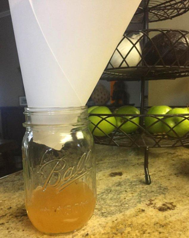 15. Sivrisinekleri uzak tutmak için bulaşık  deterjanı ve elma suyu kullanın.