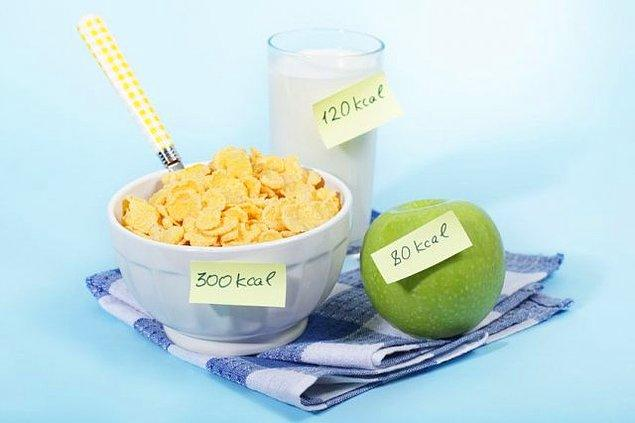 """10. Başkası saysa """"lokmalarımı mı sayıyorsun!"""" deriz, ama bizim saymamızda bir sakınca yok: Kalori Saymak"""