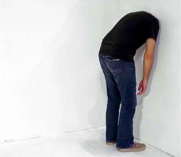 12. Kendini sıklıkla; allahım şöyle hiçbir işim olmasa da saatlerce duvara baksam derken bulursun. Senin için çok büyük bir eğlencedir çünkü.