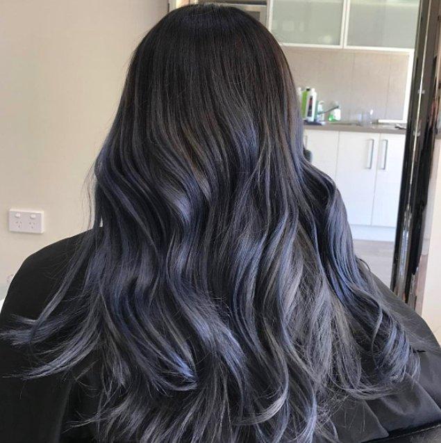 5. Koyu renkli saça sahip kadınlarda da mükemmel görünüyor.