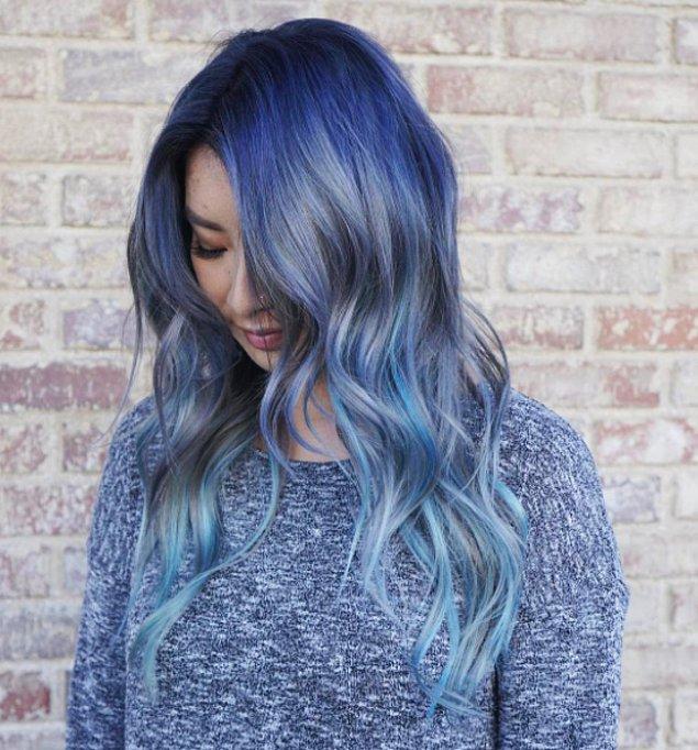 1. Mavi saç son zamanlarda çok fazla ilgi görüyor. Şimdilerde ise her zamankinden daha popüler olmuş durumda.