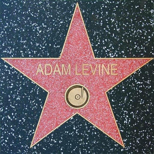 """Walk of Fame'in 2601. yıldızı olan 37 yaşındaki şarkıcı, """"Yaşayan en şanslı insanlardan biriyim."""" dedi."""