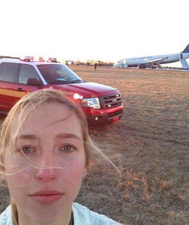 15. Uçak düştü mü selfie çekiliyor demek ki, adet böyle olsa gerek