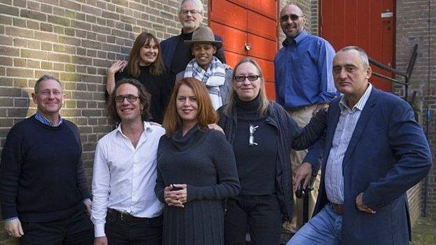 Karşınızda World Press Photo Vakfı'nın 9 kişilik seçici kurulu ve anlaşılan fotoğraf jüriyi de ikiye bölmüş durumda.