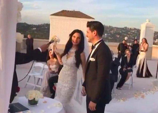 Ve Los Angeles'ta, yalnızca 40 kişinin katıldığı küçük bir düğünle evlendi gözde çift!