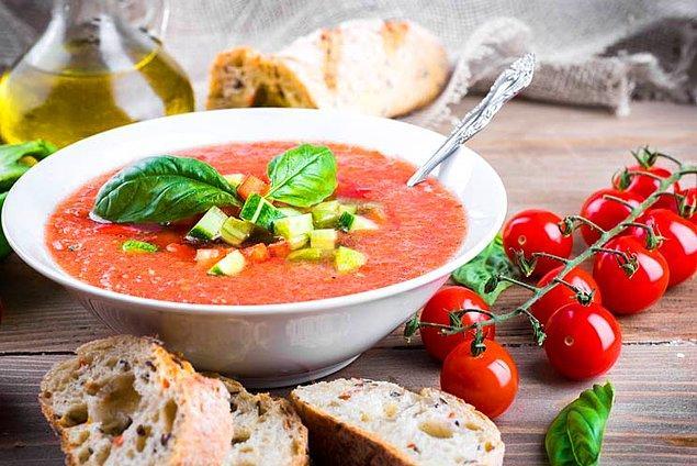 2. İspanyadayız sevgili sebze severler: Bol sebzeli soğuk gazpaço (çorbası) ile!