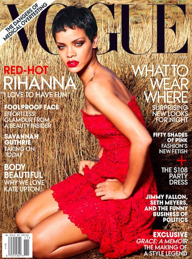 5. Bir kez daha Vogue dergisi için poz verdiğinde ve içinde harika göründüğü kırmızı straplez elbisesiyle ruhumuzu delip geçtiğinde...