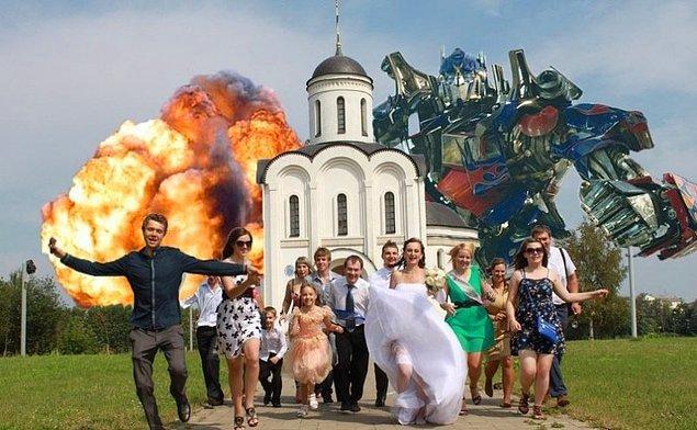 10. Transformers'ın ne işi var düğün fotoğrafında acaba?