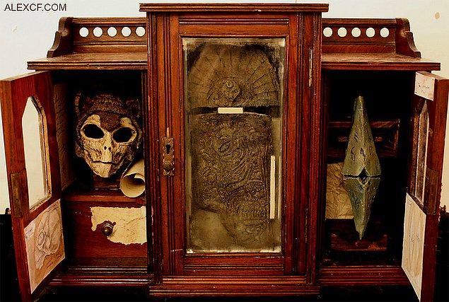 3. Yeni doğmuş bir vampire ait olduğu düşünülen kafatası ve diğer mistik parçalar