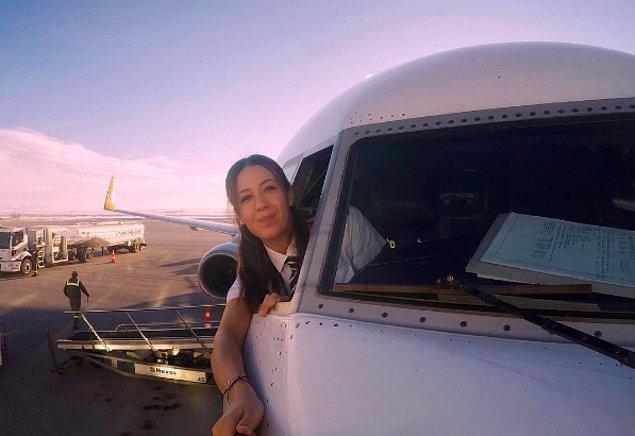 Boeing 737 kullanan genç kadın pilotumuz, işiyle ilgili yaşadığı bütün heyecanı Instagram sayfasından paylaşıyor.