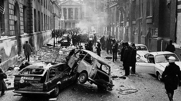 2. 1996'da terör örgütü IRA, Manchester şehir merkezine bir bomba yerleştirdi ve polise insanları kurtarmaları için 1 saat verdi.