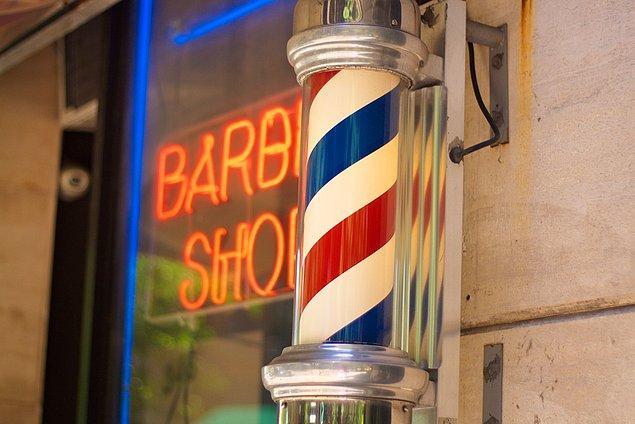 Bugün bu silindiri gördüğümüzde aklımıza saç ve sakal tıraşı olabileceğimiz dükkanlar geliyor. Peki ya geçmişte?