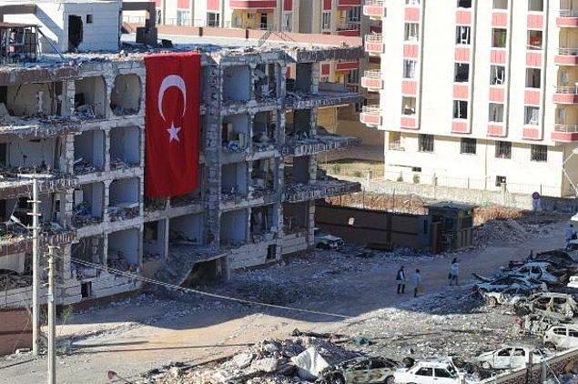 1 ton bomba kullanıldığı tespit edilen saldırıda korkunç tahribat gün ağarınca ortaya çıktı