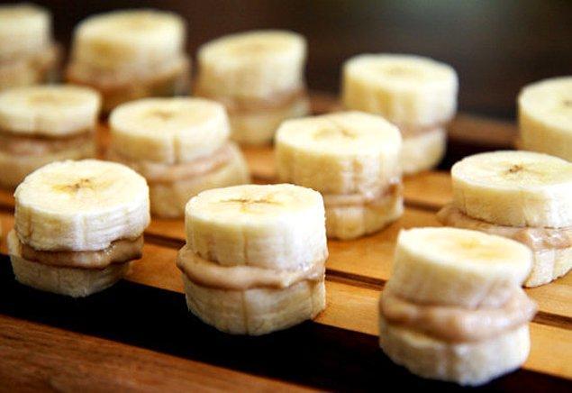 8. Minik muz sandviçleri.