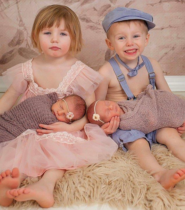 Büyük olan ikizler Nico ve Siena, bu cafcaflı kıyafetlerin içinde pek de hallerinden memnun görünmüyorlar.