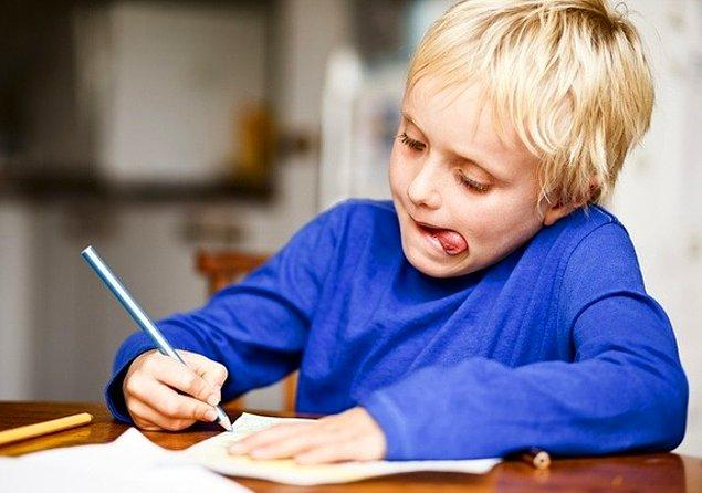 Sözsüz iletişim becerisi gerektiren bu görevde çocukların çoğunun dillerini dışarı çıkardığı görüldü.