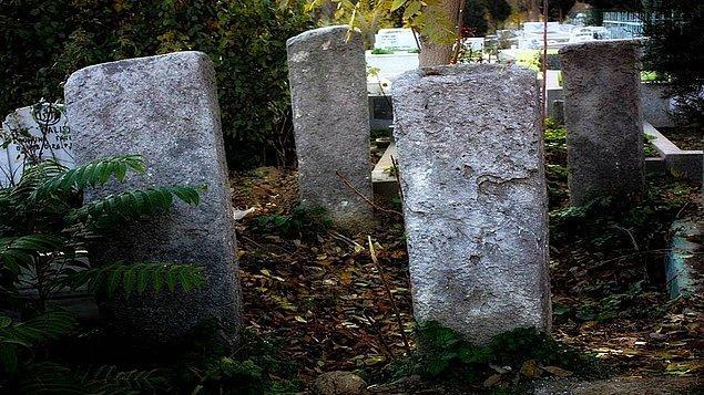 8. Cellatlar bir ömür boyu yaşadıklarının acısını öldükten sonra çekiyorlardı...