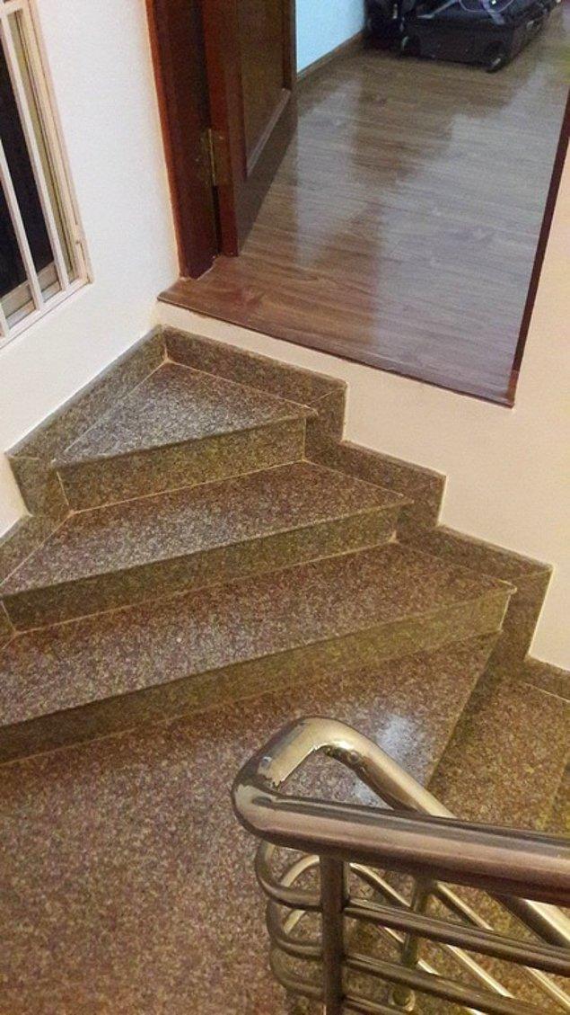 12. ''Ağır ağır çıkacaksın bu merdivenlerden...''
