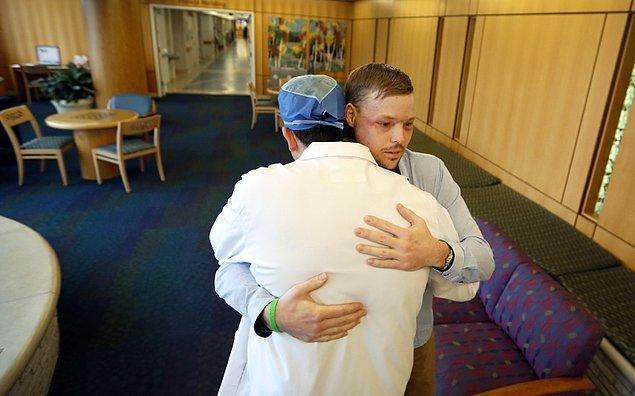 Ameliyatından yaklaşık 3 ay sonra, Sadness asansörde küçük bir çocukla karşılaştı. Küçük çocuk, Sadness'ın alıştığının aksine yüzüne korku dolu bakmamıştı.