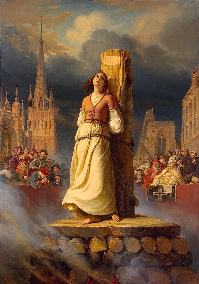 Jeanne d'Arc 30 Mayıs 1431 günü Rouen kentinde büyük bir kalabalığın önünde diri diri yakılarak ölüme terk edildi.