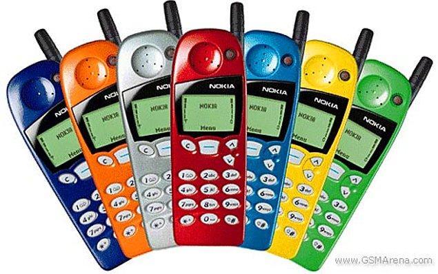 16. Nokia renkli kapaklı ve Yılan oyunlu 5110 modeliyle piyasaları alt üst etmeye hazırlanıyordu.