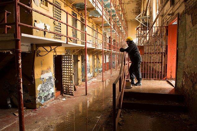 2. Çekimlerin yapılacağı mekân olarak, artık kullanılmayan Tennessee Eyalet Hapishanesi seçildi.
