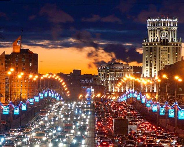 Rusya'nın başkenti Moskova 91 saat, ABD'nin New York şehri 89 saat sıkışıklıkla Los Angeles'ı izledi.