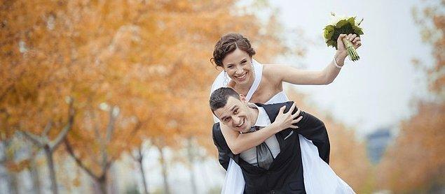 Evli kadınlar evli erkeklere göre daha mutlu olduklarını belirtti