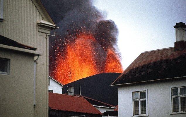 1. Volkanik patlama 157 gün sürmüştür. 23 Ocak 1973'te başlayan patlama 28 Haziran 1973 yılında sona ermiştir.