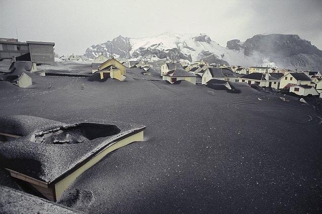 15. 157 gün süren volkanik püskürme sonucu evlerin büyük bir kısmı küller altında kalmıştır.