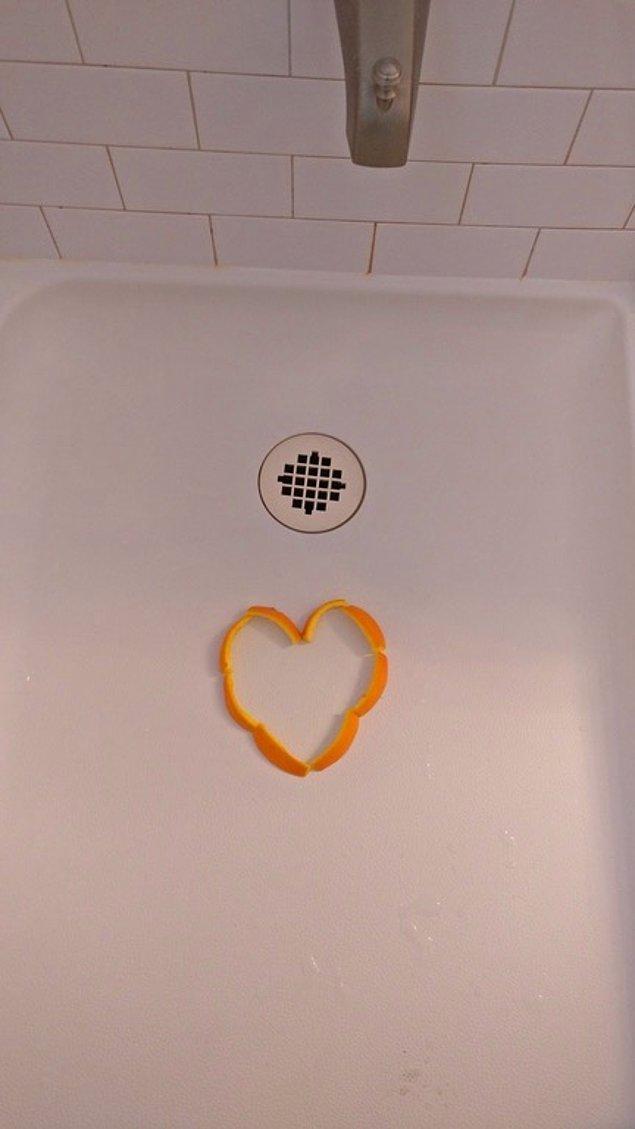 Şimdi konu duş filan olunca aklınıza cinsellik ya da çıplaklık gibi şeyler gelmiş olabilir. Ancak duş portakalı fotoğraflarında bazı kurallar var.