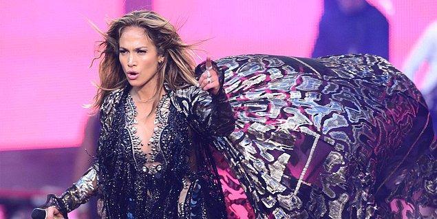 13. Doğum gününün konuğu en sevdiği şarkıcı olan Jennifer Lopez'di.