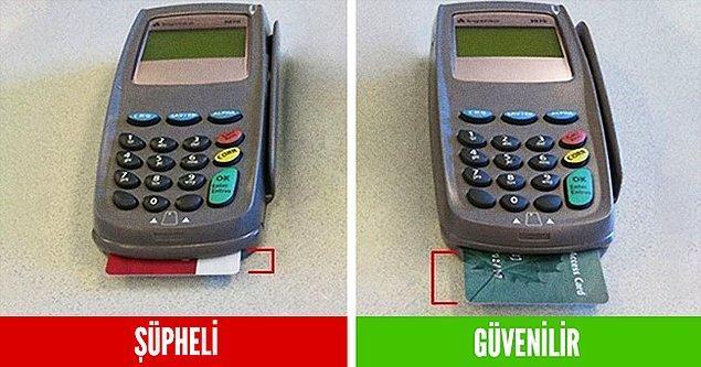 Kredi kartı POS cihazına takıldığı zaman kartın hemen hemen yarısına kadar olan kısmı dışarıda kalmalıdır.