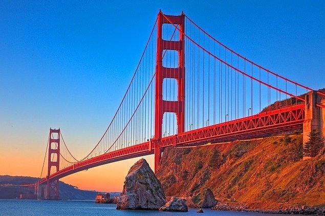 10. Golden Gate Köprüsü'nün rengi